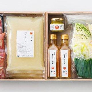 九州産の丸鶏を炊き込んで作った本格スープで鍋を楽しむ!博多とり田の水炊きセット