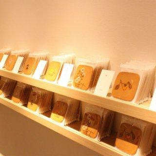 松﨑煎餅の「瓦煎餅」専門フロアを備えたフラッグシップショップが銀座にオープン!