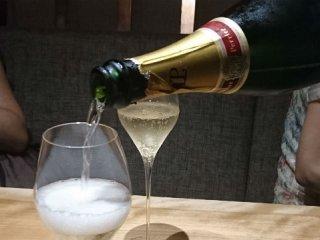 銀座の真ん中で「ちょいシャン」!シャンパンがリーズナブルに楽しめる店