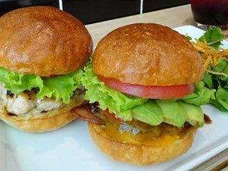 ちょっとずつ食べたい欲張りな貴方へ!バーガーが2種類選べるお得セット