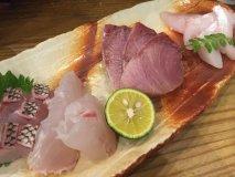 初めてでも入りやすい!20種類以上並ぶ惣菜や魚介も美味い京橋の酒場