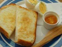 平日は朝8時から!サクサクのトーストが美味しいレコードが流れるカフェ