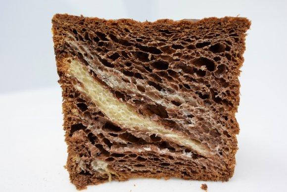 バターの香りに悶絶!人気デニッシュ使用の極厚ハニートースト
