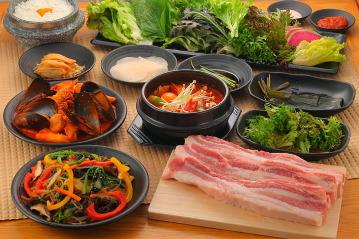 熟成肉×新鮮野菜 ヨプの王豚塩焼新大久保駅前店