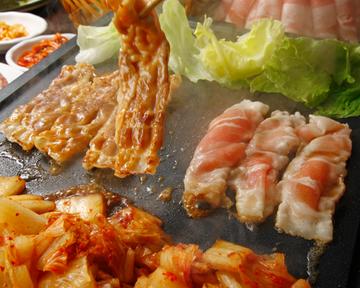 韓国料理 サムギョプサル とん豚テジ新宿東口ゴジラロード店