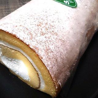 ふわふわとした糸島・ワイルドベリーの雷山ロールケーキ