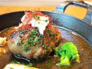 道産野菜サラダバーも!銘柄豚100%ハンバーグが美味の高コスパランチ