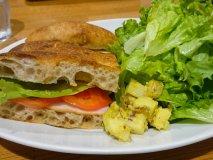 ランチはここだけ!人気パン店の、美味しい野菜を味わうランチ