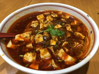 シビレと辛さが癖になる!辛さ調整も可能な「麻婆豆腐と担担麺」の専門店の記事で紹介されました