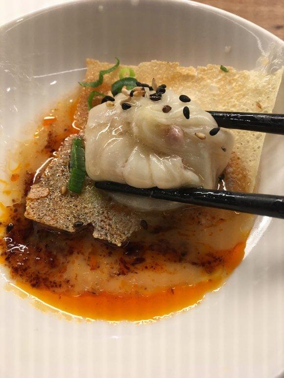 肉汁がジュワ~ッと溢れる!あの羽根付き焼き小籠包専門店が東京に初進出