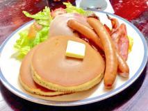 エッグベネディクトやベーコンも!お食事パンケーキのお店5選