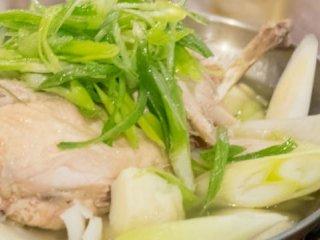 佐賀県三瀬村ふもと赤鶏で堪能!赤鶏を丸々使った「タッカンマリ鍋」の記事で紹介されました
