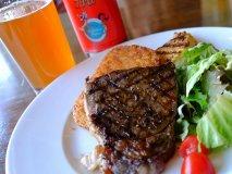 朝8時からステーキ&ビール!肉汁溢れるモーニングを楽しもう