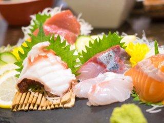 ワイングラスで飲み放題の地酒を愉しむ!魚も肉も美味しい日本酒バルの記事で紹介されました