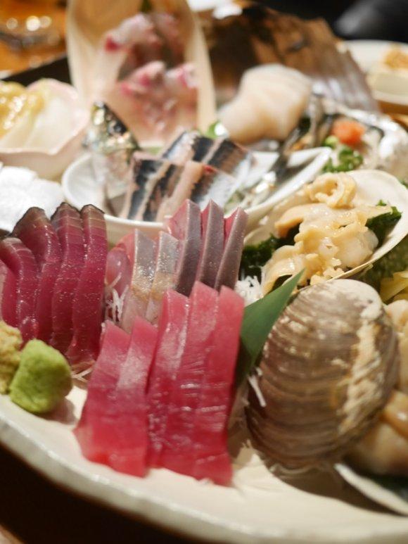 3点盛りなのに7種盛り!? 新橋「魚金」の人気のひみつと店舗まとめの画像