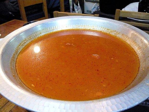 食通が10年間毎年1回以上訪れる!知る人ぞ知る魚の名店の「トマト鍋」
