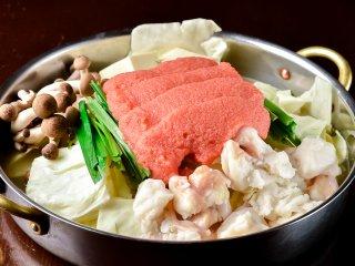 福岡2大名物が夢の共演!明太子がどっさりのった絶品もつ鍋コースは必食の記事で紹介されました