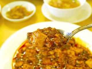 料理の鉄人 陳建一の店で味わう元祖麻婆豆腐や坦々麺の記事で紹介されました