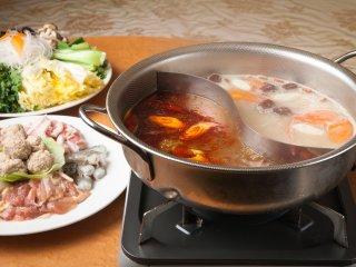 渋谷で驚きのコスパ!2500円で火鍋と100種できたて中華が食べ放題の記事で紹介されました