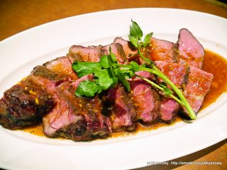 極上ローストビーフは何としても食べたい!原価でワインが飲める肉バルの記事で紹介されました