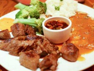 とことん肉尽くし!豚・牛・鶏まで絶品肉を存分に楽しめるステーキハウスの記事で紹介されました
