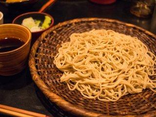 夜こそ行きたい!天然本鮪と日本酒が楽しめる築地の人気蕎麦店「長生庵」の記事で紹介されました