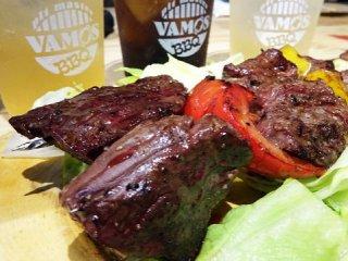 豪快な肉料理のオンパレード!屋内でキャンプ気分も味わえる元気な酒場の記事で紹介されました
