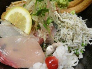 限定10食の海鮮丼も旨い!地元で有名な和食店が手がける居酒屋ランチ
