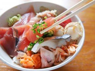 1200円でお刺身もフライもカレーも食べ放題!上野で話題の海鮮ランチの記事で紹介されました