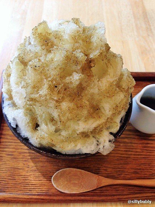 雑穀類を使用したお茶をかけたかき氷「擂茶氷」
