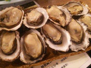 プリプリ牡蠣に特大穴子!三陸直送の魚介が都内で楽しめるお店の記事で紹介されました