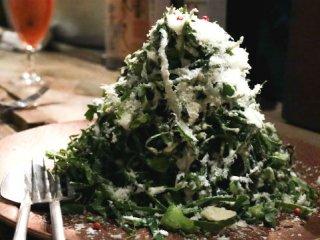 超デカ盛りサラダはインスタ映え抜群!旬の野菜でお腹一杯になれる人気店の記事で紹介されました