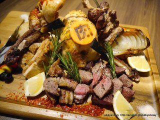 総重量2.9kgの肉盛り!29の日は秋葉原「肉ソン大統領」に行くべきの記事で紹介されました