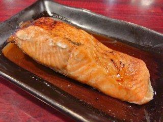 行列必至!巨大な囲炉裏で焼かれた絶品焼き魚が食べられる中野の大人気店