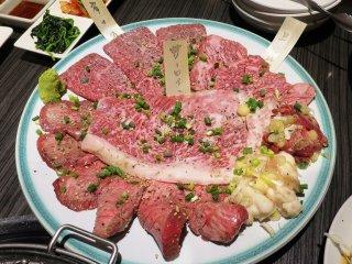 A5黒毛和牛の熟成肉をたっぷり300g!コースが得な昼飲みもできる店の記事で紹介されました