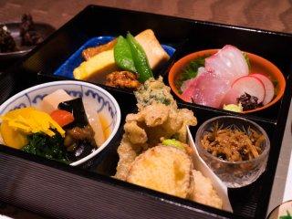 特別な日に食べたい。名料亭の流れを汲む本物の「松花堂弁当」の記事で紹介されました