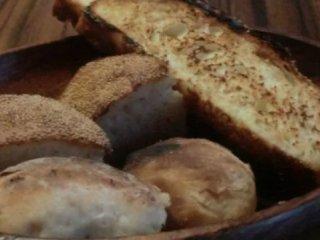 行きつけにしたい!自家製パンが美味しすぎて食事が進む隠れ家ビストロの記事で紹介されました