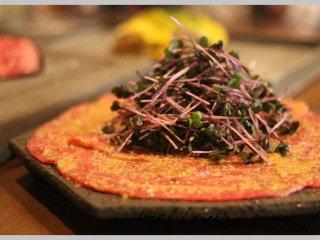 肉寿司からステーキまで!5000円で人気の肉メニューが堪能できるお店の記事で紹介されました