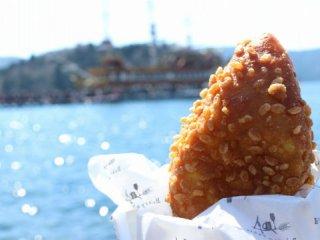 足湯しながら焼きたてのパンを!芦ノ湖を臨む人気のベーカリーカフェの記事で紹介されました