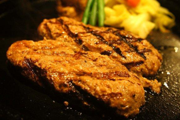 肉好き必見!都内で人気の行列のできるハンバーグ店5選