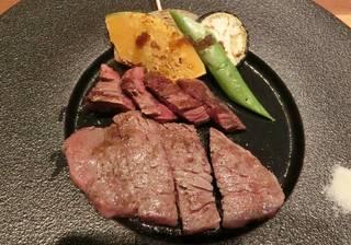 特選牛ハラミと黒毛和牛ランプのステーキ
