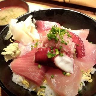 海鮮てんこ盛り丼