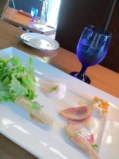 お昼は野菜たっぷりな前菜の盛り合せとパスタのセットで頑張れる!