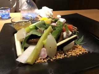 お造りエビの塩焼き野菜のバーニャカウダー鳥の唐揚げエイヒレの煮付けトマトの浅漬け