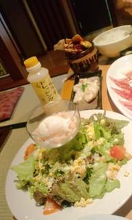 カニと温泉卵のサラダ