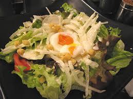 半熟玉子のシーザーズサラダ
