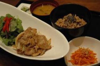 玄米ご飯のランチ