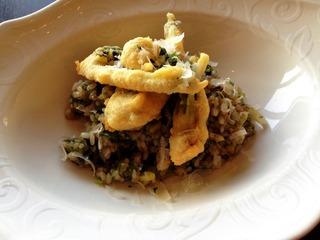 魚沼産こしひかりと十五穀米のリゾット 山菜のベニエ添え