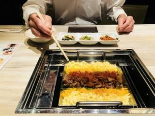 赤辛和牛すじのチーズトロ肉鍋