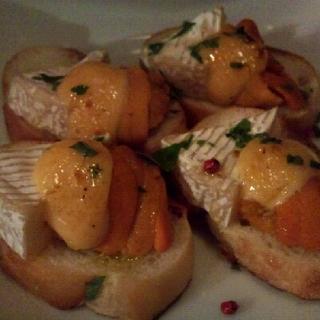 生ウニとカマンベールチーズのオーブン焼き